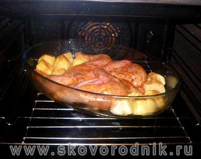 жареный цыпленок в духовке с картофелем